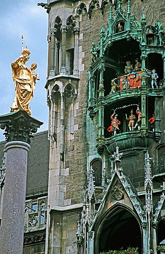Stock Photo: 1566-319417 View of Marienplatz with the Marian column and the Munich Townhall. Munich. Bavaria. Germany