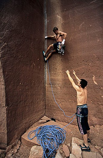 Mikel Silván and  Roberto Largo climbing  ´Amaretto Corner´ (L1 5.9). Indian Creek. Utah. USA : Stock Photo