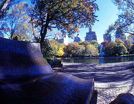 Anderson statue, Model boat pond, Central Park east, Manhattan, New York, USA : Stock Photo