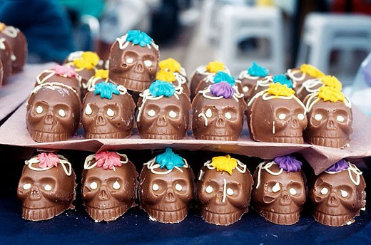 Chocolate skulls. Mexican tradition in All Saint´s Day, devoted to remembering the dead, is to offer sweet skulls with their names on. Mexico. : Stock Photo