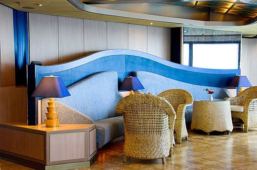 The modern decor of the Crow´s Nest Lounge on the Holland America cruise ship Zuiderdam. : Stock Photo