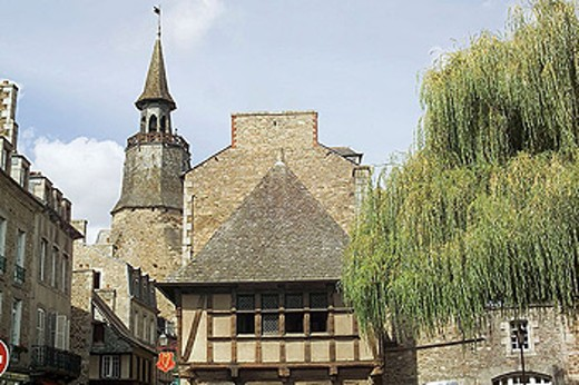 Hôtel Kératry mansion, XVIth century and Tour de l´Horloge. Dinan. Britanny. France. : Stock Photo