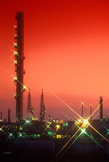 Stock Photo: 1566-334447 Oil refinery.