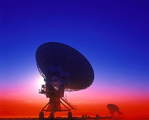 Stock Photo: 1566-334488 Radio telescope / satellite dishes: (vlart)san augustine plain, New mexico, USA.