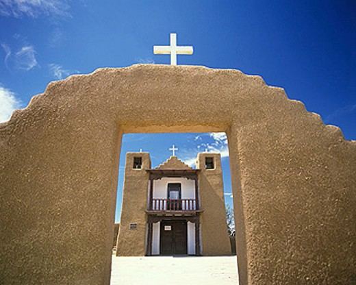 Stock Photo: 1566-334514 Adobe mission church, Taos pueblo, Taos, New mexico, USA.