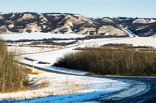Road into Qu´Appelle River Valley. Saskatchewan, Canada : Stock Photo