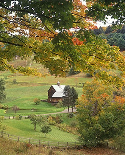 Scenic fall foliage, Gray farm, Woodstock, Vermont, USA. : Stock Photo