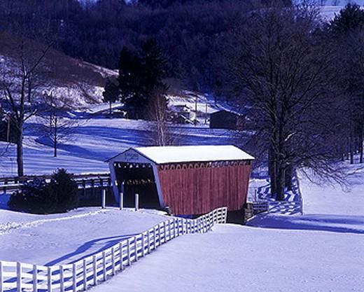 Snow scenic, Harmon covered bridge plum Creek, Indiana county, Pennsylvania, USA. : Stock Photo