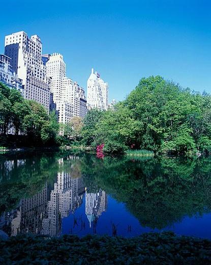 Stock Photo: 1566-342518 Spring, Pond, Central park south skyline, Manhattan, New York, USA.