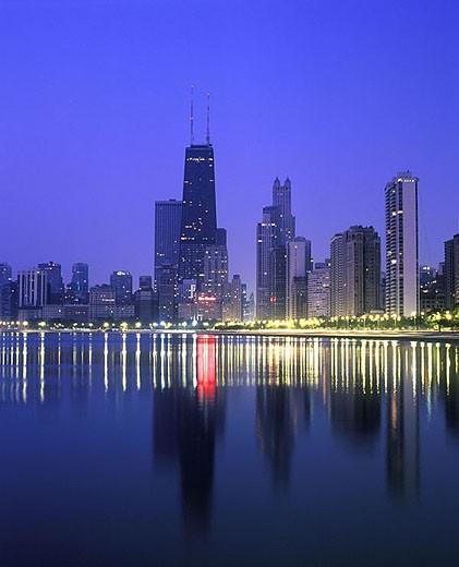Stock Photo: 1566-342950 Lakeshore beach & downtown skyline, Chicago, Illinois, USA.