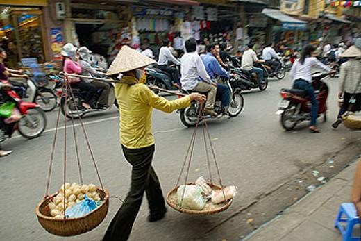 Stock Photo: 1566-344328 Vietnam. Hanoi. Porter in the old Quarter.