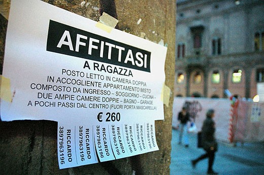 Room renting ad in the university area, Bologna. Emilia-Romagna, Italy : Stock Photo