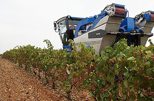 Stock Photo: 1566-349245 Vintage. Combine harvester. Logroño, La Rioja. Spain