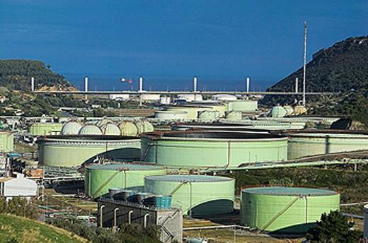 Petronor oil refinery, Abanto-Zierbena. Biscay, Euskadi, Spain : Stock Photo