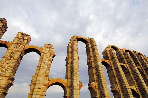 Los Milagros Roman aqueduct, Mérida. Badajoz province, Extremadura, Spain : Stock Photo
