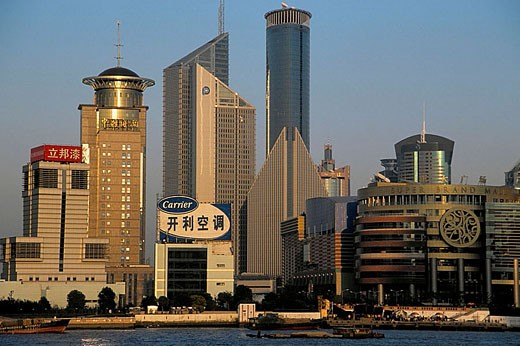 China, Shanghai, Pudong business district skyline, Huangpu Rive : Stock Photo