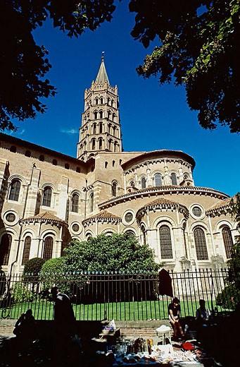 Stock Photo: 1566-351107 Flea market and St. Sernin Romanesque basilica (14th century), Toulouse. Haute-Garonne, Midi Pyrénées, France