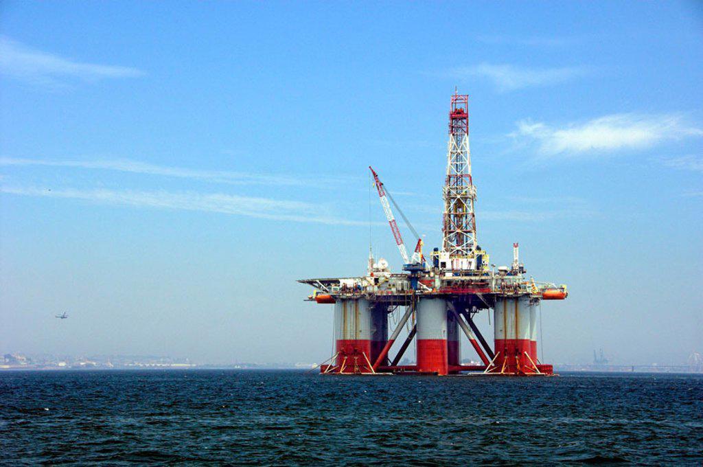 Stock Photo: 1566-351415 Oil drilling platform in Guanabara Bay, Rio De Janeiro, Brazil.