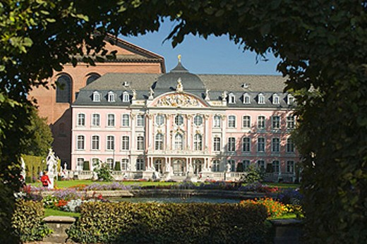 Stock Photo: 1566-353538 Kurfurstliches Palais-considered one of the most beautiful Rococo palaces in the world.Trier-one of Germany´s oldest towns, Western Germany