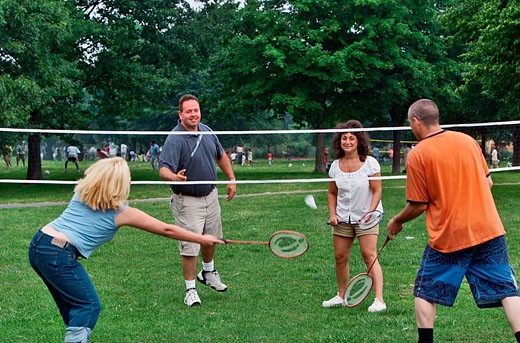 Two young ( 20´s) couples playing badminton. : Stock Photo