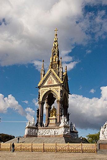 UK, London. Kensignton. Kensington Gardens. Albert Memorial : Stock Photo