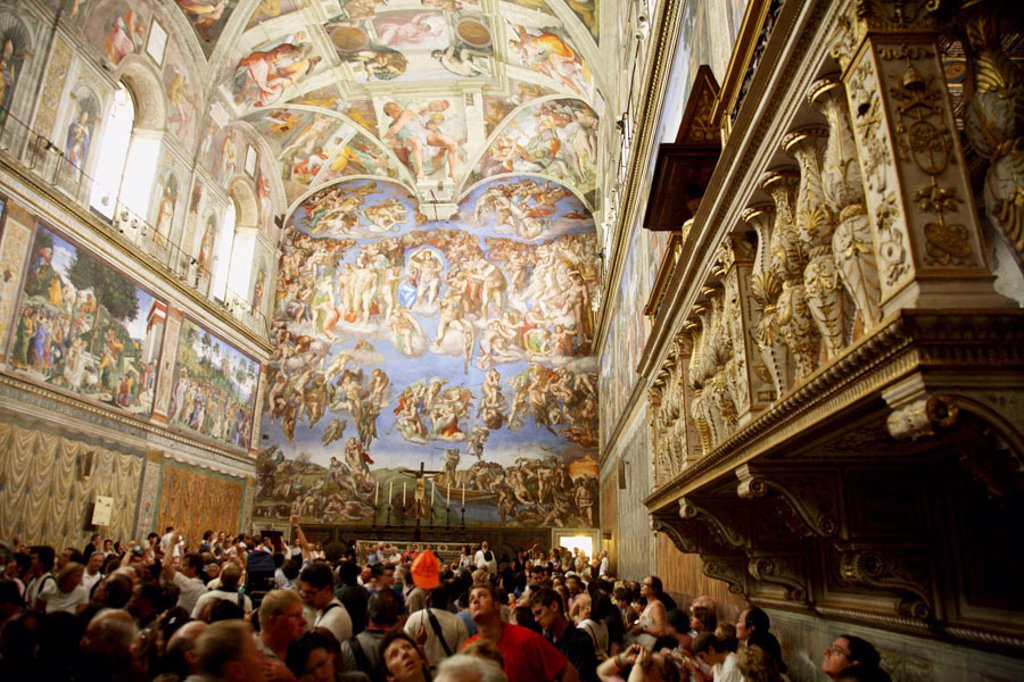 Crowds admire Michelangelo´s frescoes on the ceiling and walls of the Sistine Chapel. 2006. Vatican. Rome. Lazio. Italy. : Stock Photo