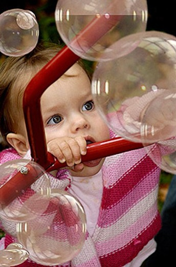 Stock Photo: 1566-361806 Baby and party bubbles