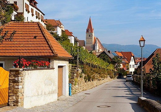 Stock Photo: 1566-363174 Picturesque town Weissenkirchen in Lower Austria