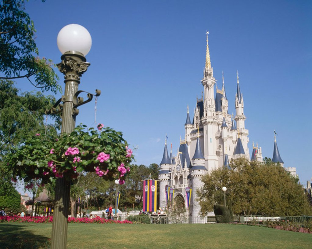 Stock Photo: 1566-364659 Cinderella´s castle. Disney World Theme Park. Orlando. Florida. USA.