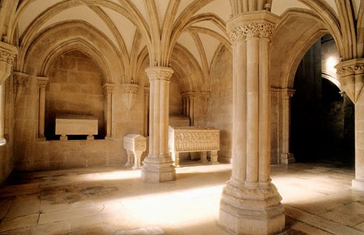 Stock Photo: 1566-365537 Monumental Cistercian Abbey of Santa Maria, founded in 1152 (classified in UNESCO´s International Heritage list). Inside: Gothic tombs of King Pedro I and Ines de Castro. Alcobaça. Center region. Portugal