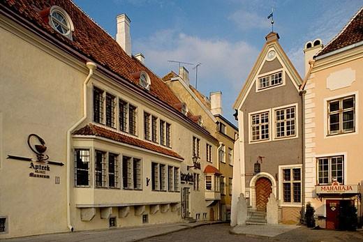 The Town Hall Square (Raekoja plats), the oldest pharmacy in Europe, 1422. Tallinn. Estonia. : Stock Photo
