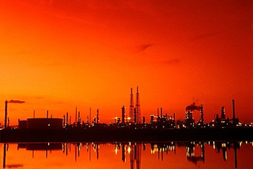 Stock Photo: 1566-373935 Petrochemical refinery