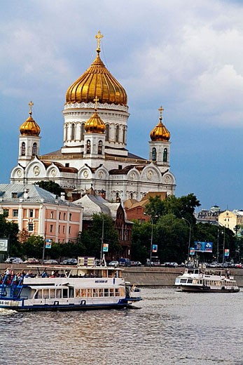 Stock Photo: 1566-374604 Cathedral of Christ the Saviour, Moscow River, Moscow. Russia