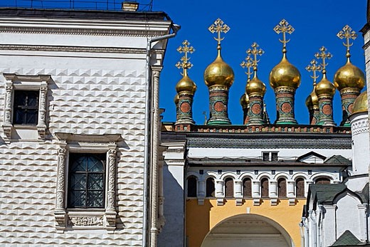 Stock Photo: 1566-374611 Cupolas of the Terem Churches, Kremlin, Moscow, Russia