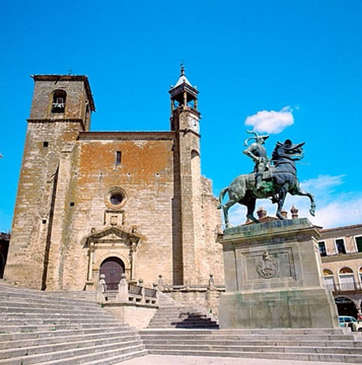 Stock Photo: 1566-374892 Statue of Pizarro and St. Martin´s church (15th-16th century) in Main Square, Trujillo. Caceres province, Extremadura, Spain