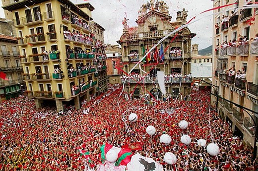 Stock Photo: 1566-375778 ´Chupinazo´, the opening ceremony of the San Fermin Festival. 7 July. Pamplona. Navarre, Spain
