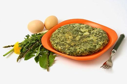 Wild Vegetable Omelette: Wild asparagus, dandelion , alfalfa. : Stock Photo