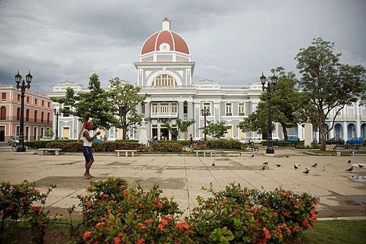 Stock Photo: 1566-376834 Parque José Martí and Palacio de Gobierno. Cienfuegos. Cuba.