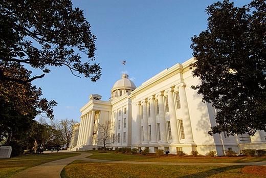 Stock Photo: 1566-377387 Historic State Capitol building, Montgomery. Alabama, USA