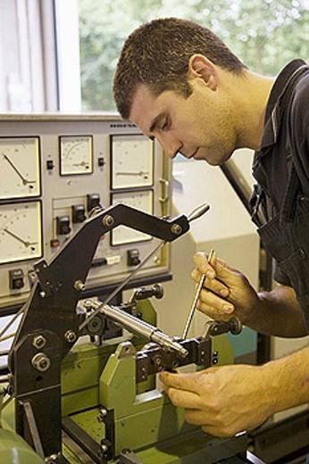 Balance analysis. Talleres MYL. Spindle manufacturing and repairing. Mendaro. Gipuzkoa, Euskadi, Spain : Stock Photo