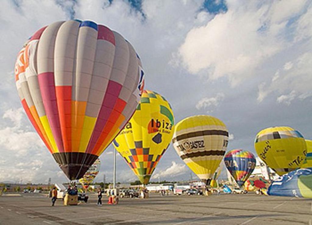 Vitoria-Gasteiz. Álava. Euskadi. Spain. Balloons competition : Stock Photo