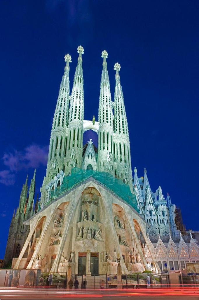Stock Photo: 1566-380787 Sagrada Familia temple by Gaudi, Barcelona. Catalonia, Spain (Feb. 2007)