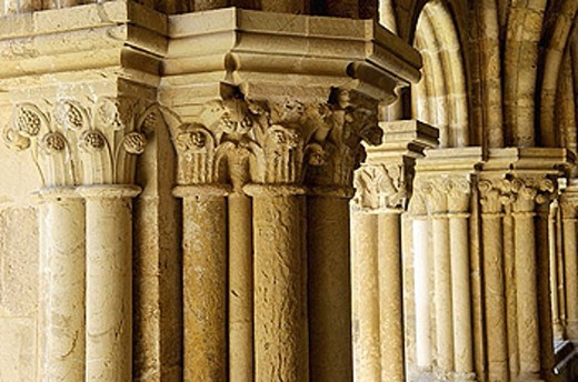 The cloister. Coimbra old cathedral (Sé Velho), of the romanesque style, dates back from the reign of King Afonso Henriques. Coimbra city. Beiras region. Portugal. : Stock Photo