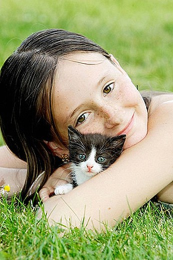 Stock Photo: 1566-388651 Girl and kitten