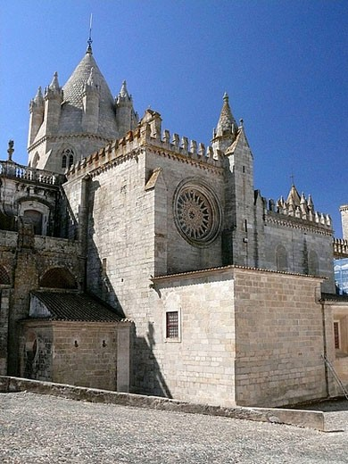 Stock Photo: 1566-393497 Gothic St. Mary´s cathedral completed in the 13th century, Évora. Portugal