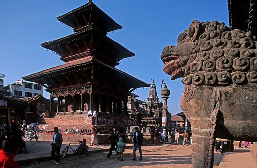 Stock Photo: 1566-395745 Nepal. Patan. Durbar Square. Vishwanath Temple, Lions before Royal Palace