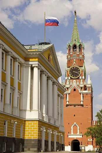 Stock Photo: 1566-398548 Russia. Moscow. Kremlin. Government building and Savior Gate Tower.