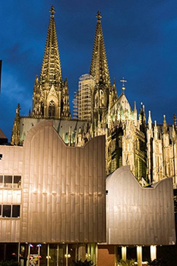 Stock Photo: 1566-398775 Cathedral and Ludwig Museum. Koln (Colonia). Germany