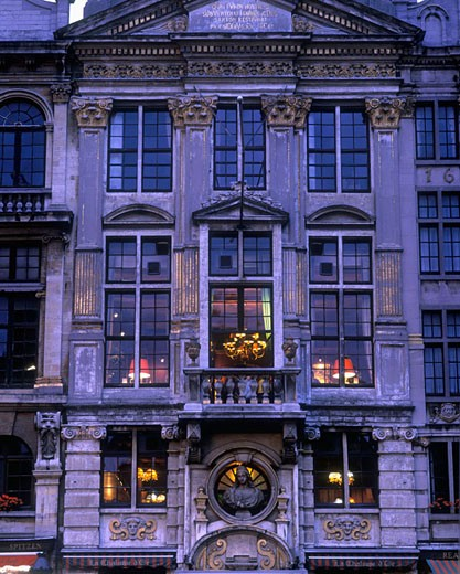 Stock Photo: 1566-400435 restaurant grand place brussels belgium