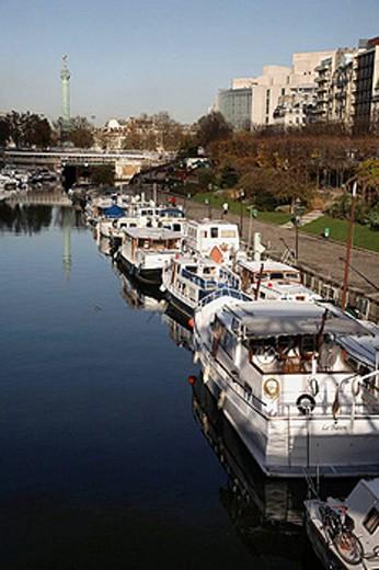 Port de I´Arsenal with Colonne de Juillet in the background. Paris. France : Stock Photo